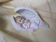 Baba angyalszárnyban lány